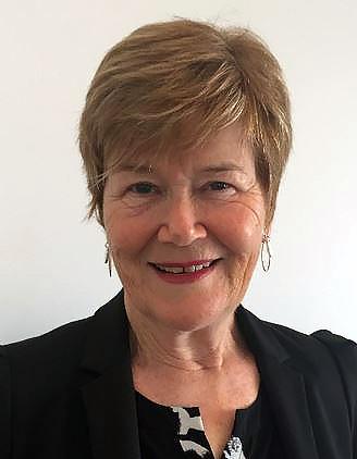 Portrait photo of Penny Holloway