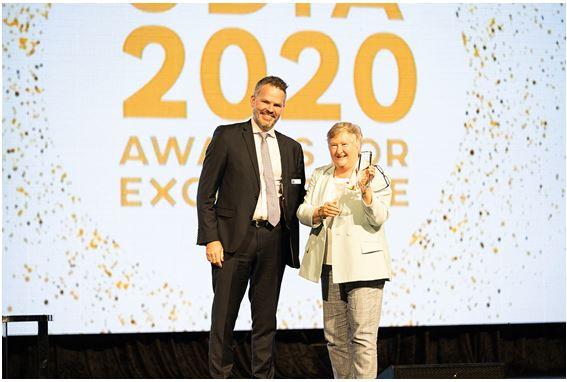 Jude Munro accepting award from UDIA Treasurer Tom Trevaskis 2021